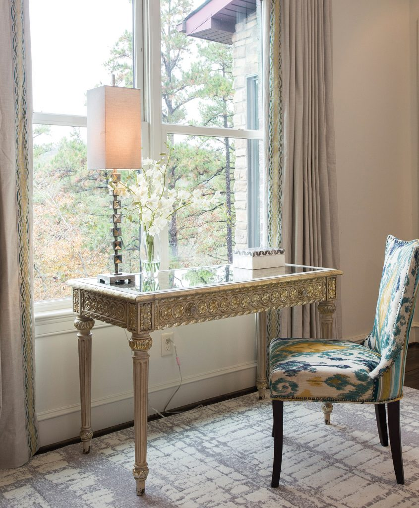 West arranged the furnishings so occupants, whether working or lounging, may take advantage of the home's gorgeous view.