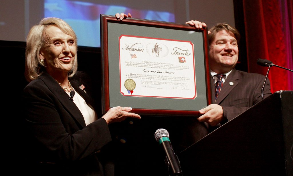 Arizona Governor Jan Brewer receiving her certificate from Sec. of State Mark Martin.