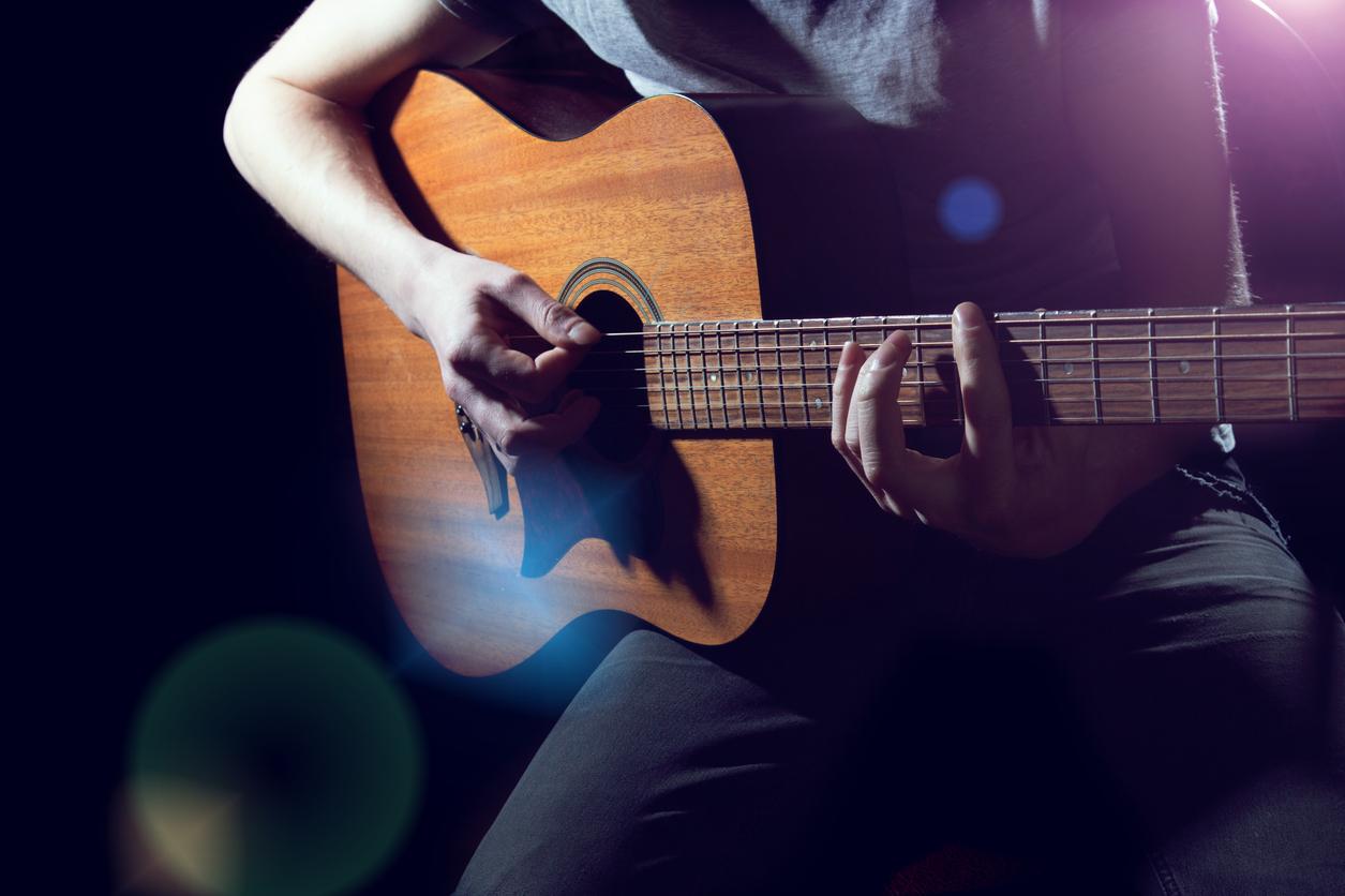 Гитарой интересные фото мужчина с