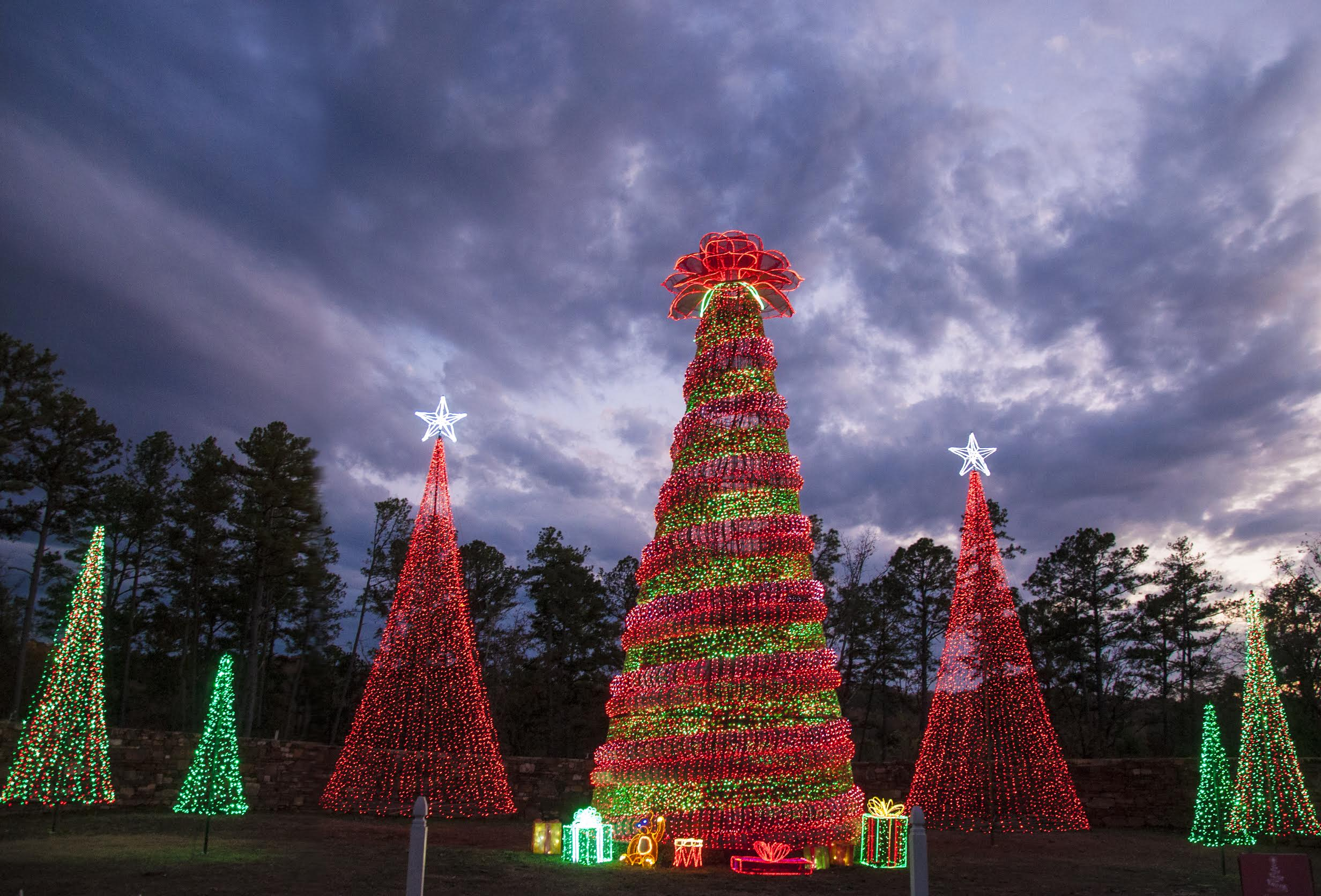 Garvan Gardens Christmas Lights 2021 Holiday Lights Return To Garvan Woodland Gardens Ay Magazine